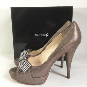 Boutique 9 Gold Peep Toe Heels Shoes Rhinestones